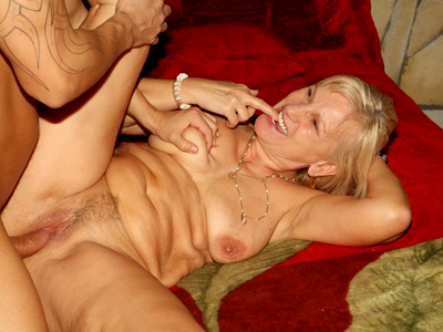 Chunky mature with a wrinkled ass Remy spreads her flabby thighs wide to cram her cooze